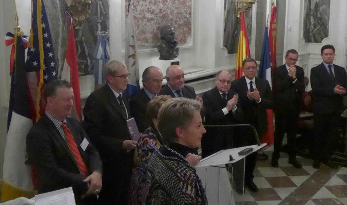 """Clôture de la cérémonie avec Jacques Marzac l'auteur du livre """"Mourir pour Buenos Aires"""" et Constance de la Martinière l'artiste du buste"""